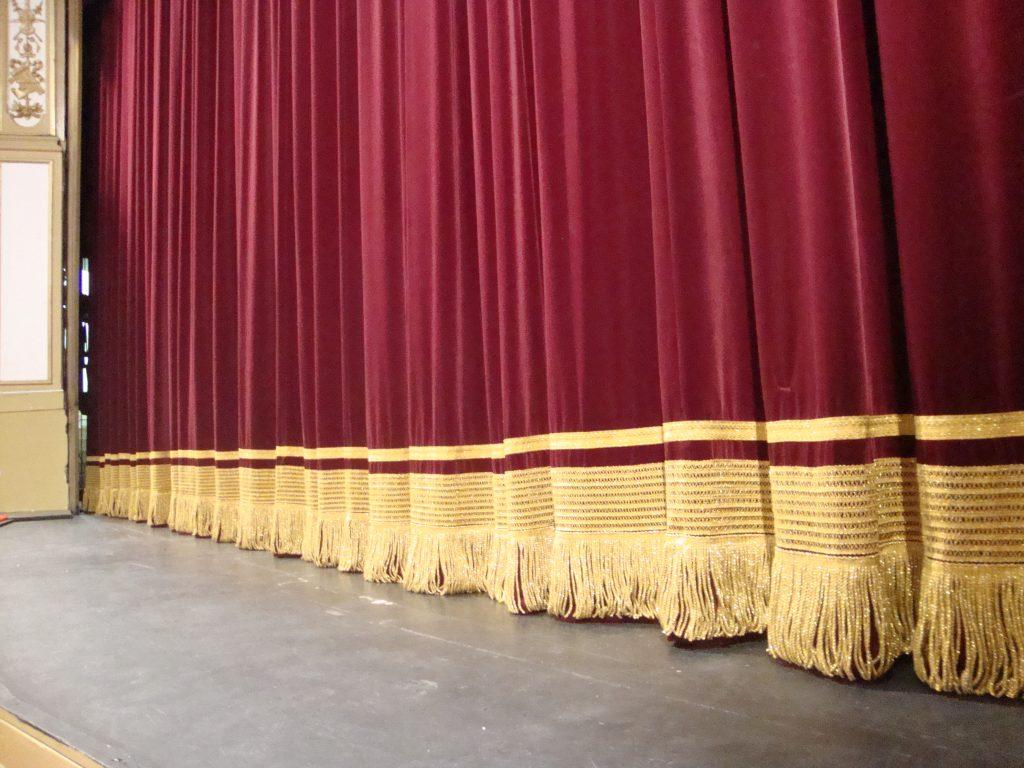 Confección-de-telones-teatros
